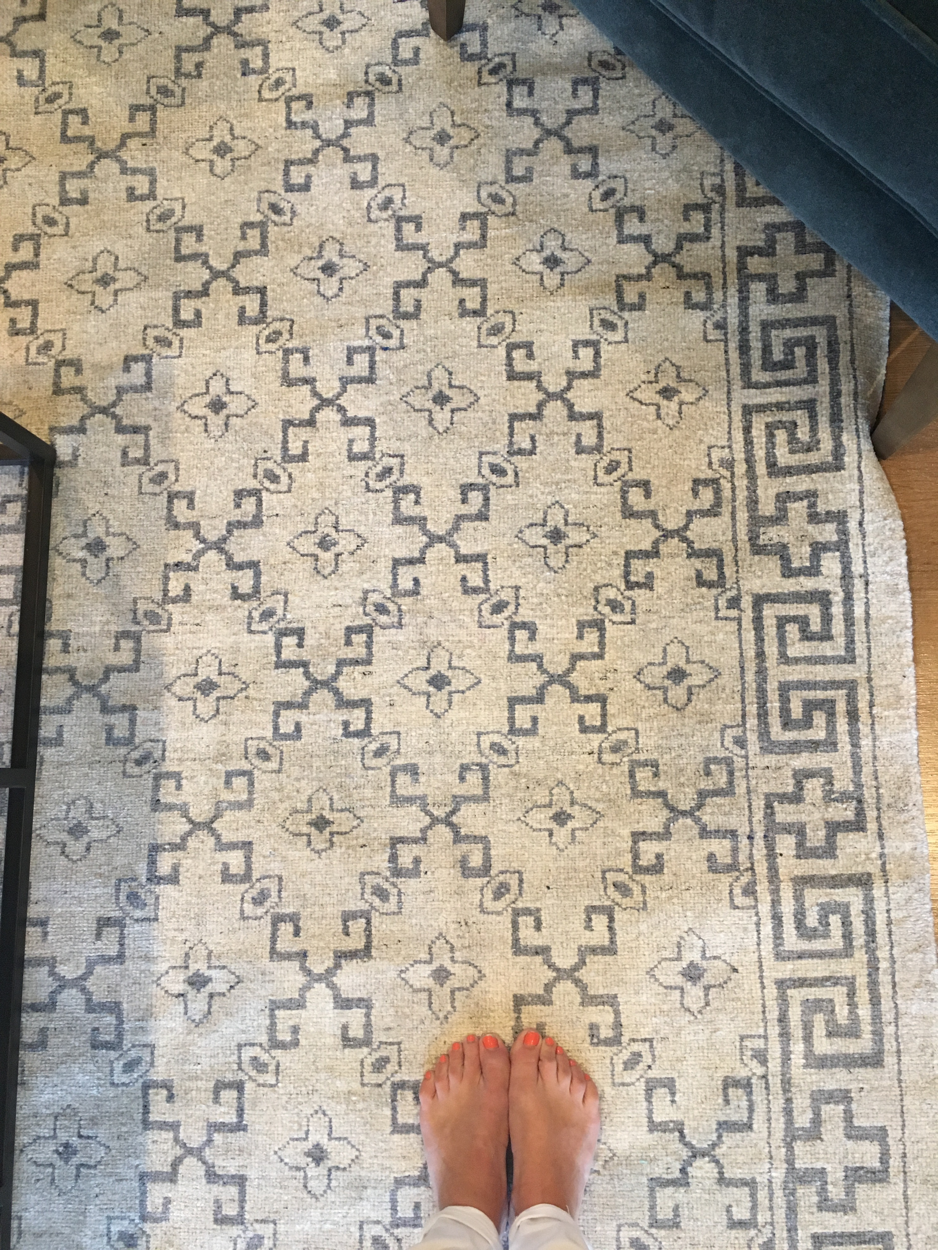 Blue and gray transitional rug