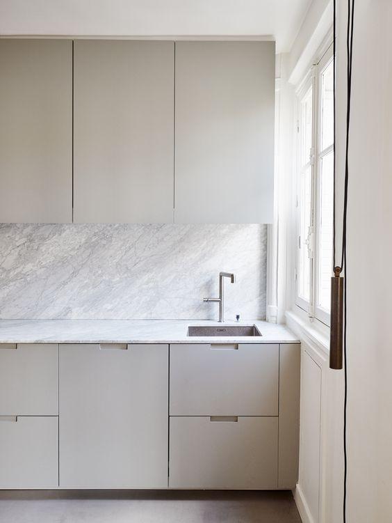 Modern Flat Panel kitchen sans hardware